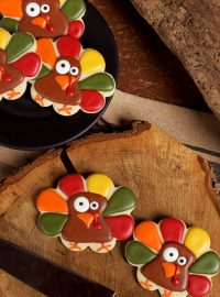 Super Simple Turkey Cookies via www.thebearfootbaker.com