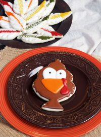 Tom Turkey Cookies - Decorated Sugar Cookies decoated with Royal Icing with www.thebearfootbaker.com