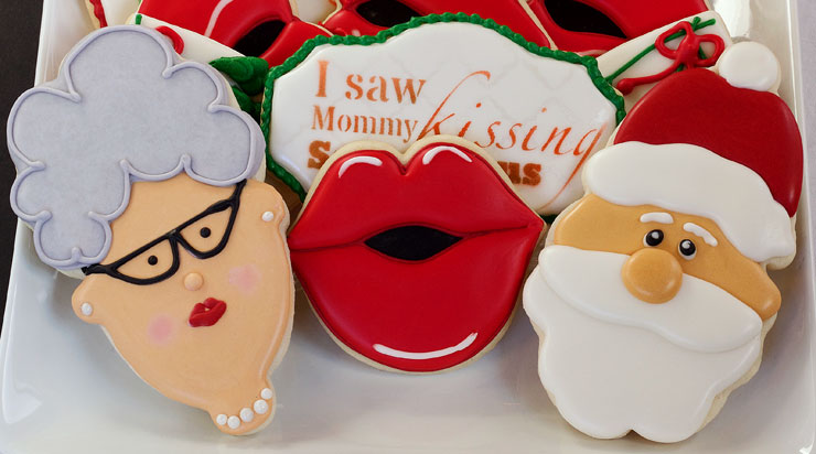 I Saw Mommy Kissing Santa Claus Cookies - Sugar Cookies Decorated with Royal Icing via www.thebearfootbaker.com
