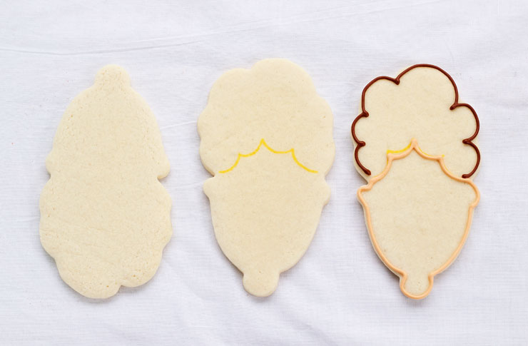 I Saw Mommy Kissing Santa Claus Cookies - Sugar Cookies Decorated with Royal Icing with www.thebearfootbaker.com