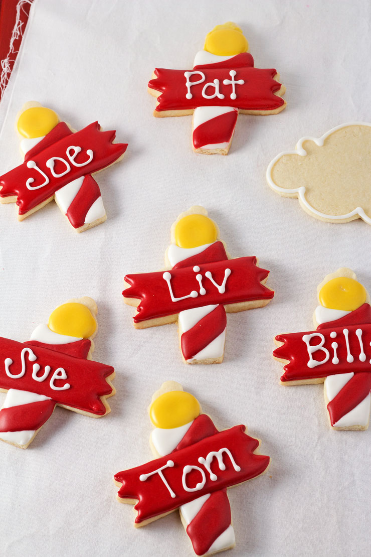 North Pole Cookies - Name Tags for Christmas by www.thebearfootbaker.com
