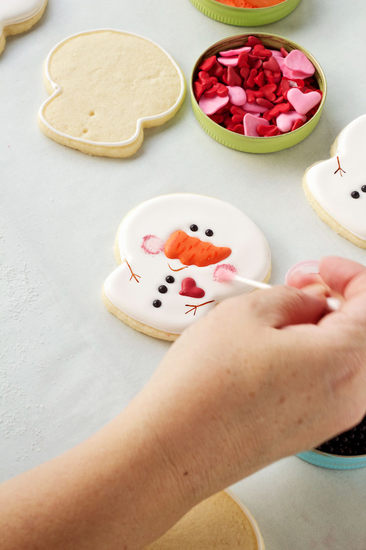 Big-Headed Snowman Cookies by thebearfootbaker.com