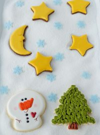 Big-Headed Snowman Cookies thebearfootbaker.com