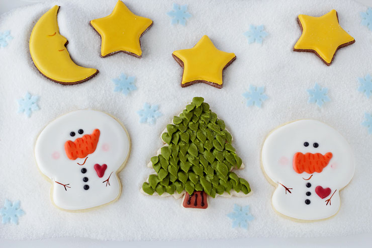 Simple Little Snowman Cookies via www.thebearfootbaker.com