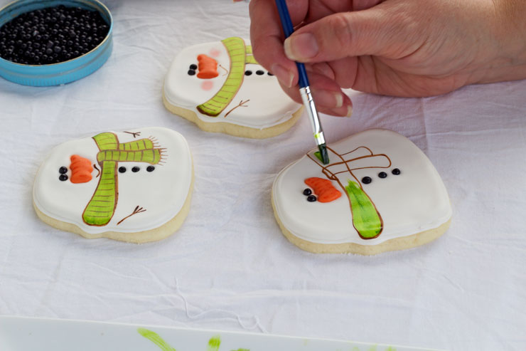 Simple Snowman Cookies - Decorated Sugar Cookies by www.thebearfootbaker.com