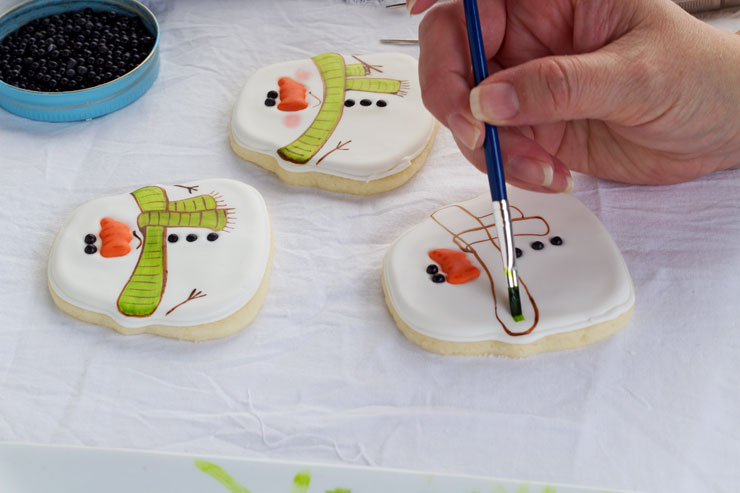 Simple Snowman Cookies - Decorated Sugar Cookies thebearfootbaker.com