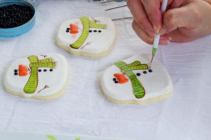 Simple Snowman Cookies - Decorated Sugar Cookies via thebearfootbaker.com
