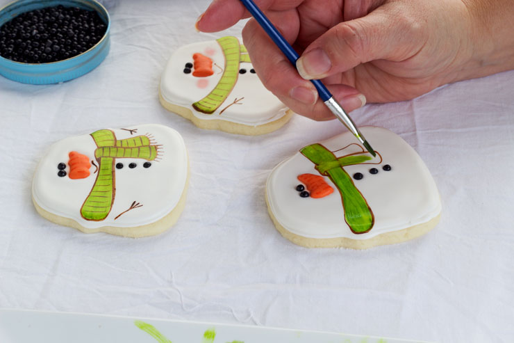Simple Snowman Cookies - Decorated Sugar Cookies with thebearfootbaker.com