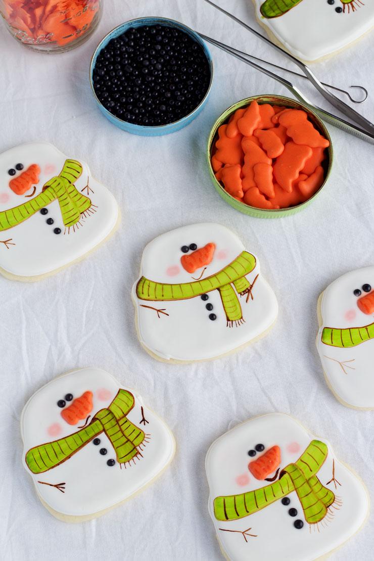 Simple Snowman Cookies - Decorated Sugar Cookies www.thebearfootbaker.com