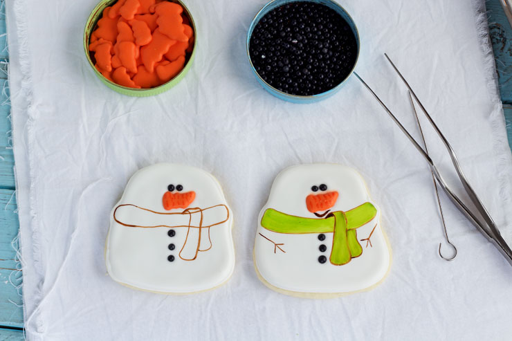Simple Snowman Cookies - Sugar Cookies with Royal Icing thebearfootbaker.com
