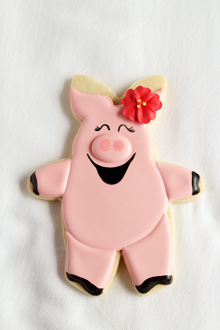 Hogs and Kisses Cookies - Easy Cut Out Sugar Cookies Decorated with Royal Icing with thebearfootbaker.com