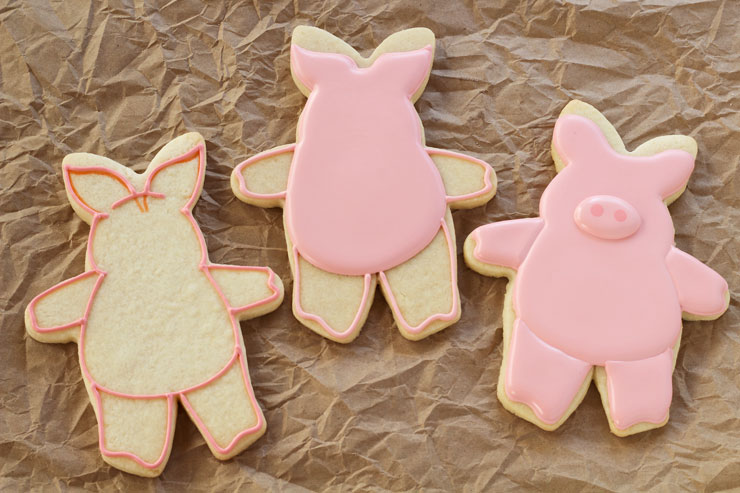 Hogs and Kisses Cookies - Simple Cut Out Sugar Cookies Decorated with Royal Icing thebearfootbaker.com