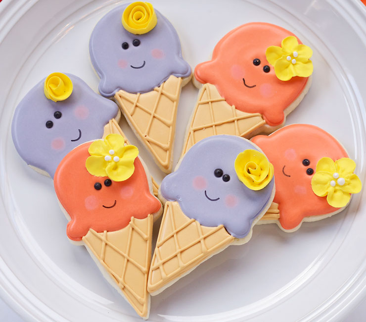 Simple Ice Cream Cone Cookies with www.thebearfootbaker.com