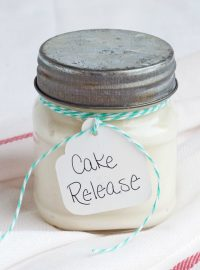 Really Easy Cake Release Recipe via www.thebearfootbaker.com