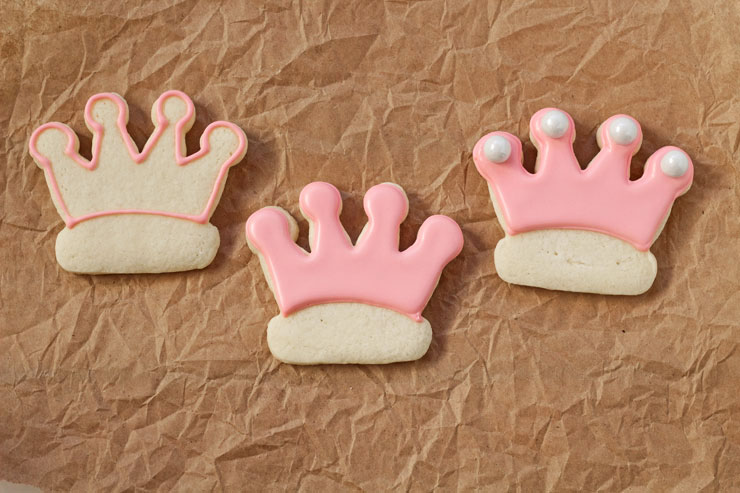 Princess Crown Cookies by www.thebearfootbaker.com