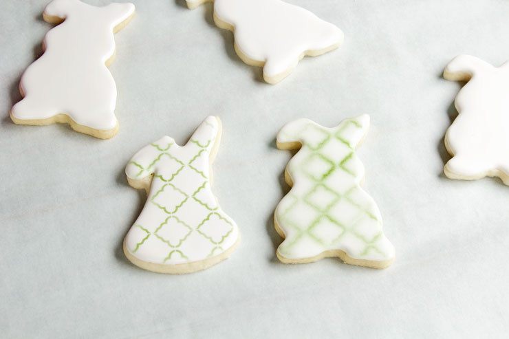 Stenciling Cookies with an Airbrush via thebearfootbaker.com