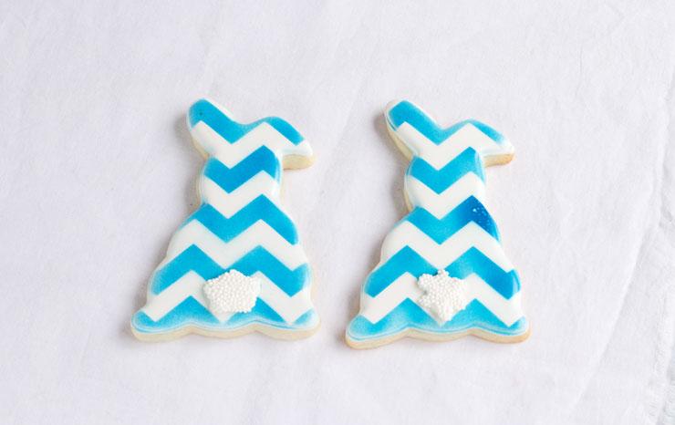 Stop Airbrush Gun Spots on Your Cookies via www.thebearfootbaker.com