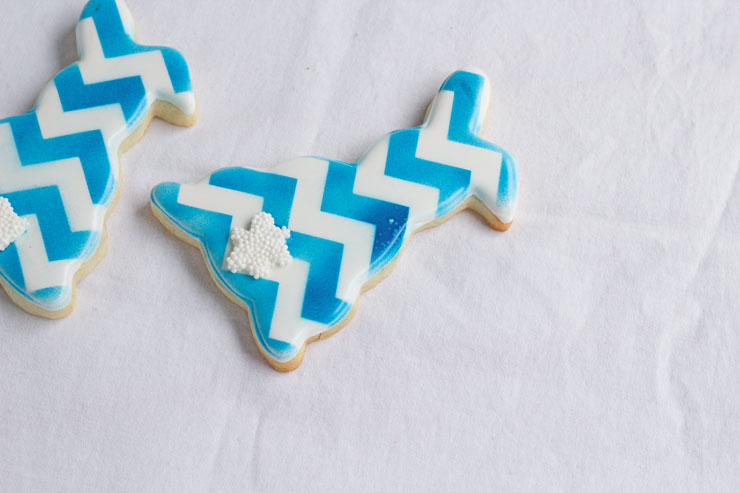 Stop Airbrush Gun Spots on Your Cookies with www.thebearfootbaker.com