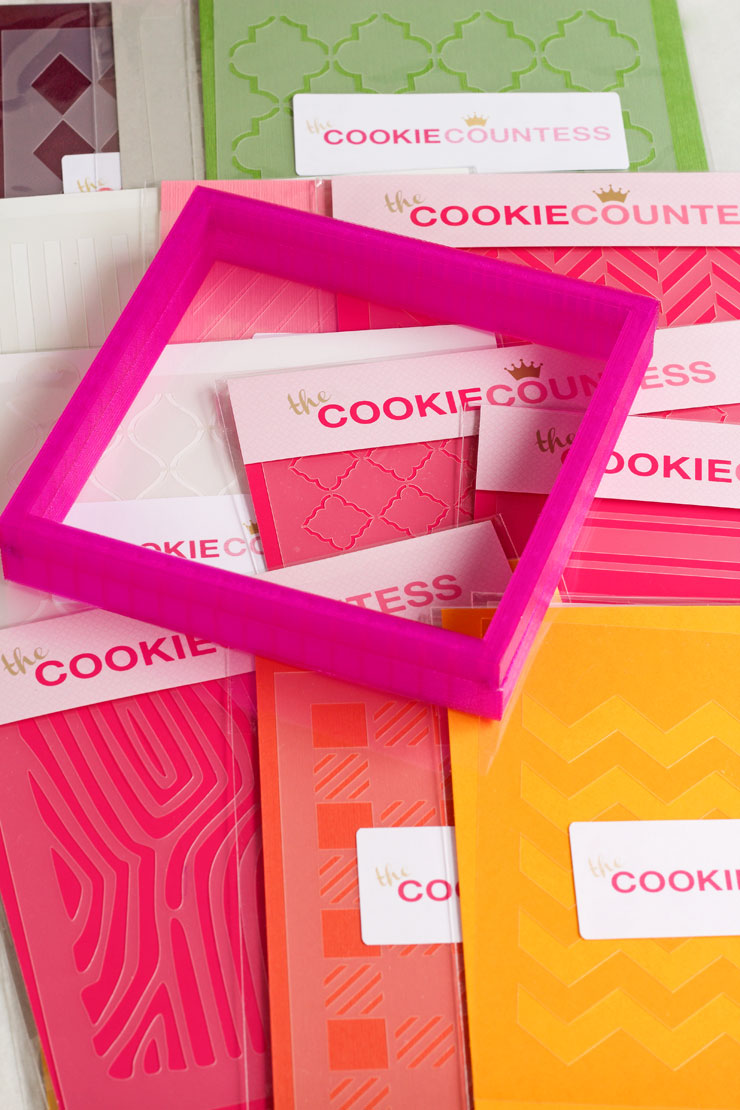 Tutorial for Stenciling Cookies with an Airbrush Gun by thebearfootbaker.com