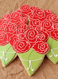 Flower Bouquet Cookies by www.thebearfootbaker.com