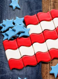 How to Make Simple American Flag Cookies | The Bearfoot Baker
