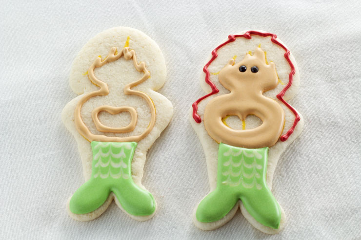 How to Make These Happy Little Mermaid Cookies -Sugar Cookies Decorated with Royal Icing www.thebearfootbaker.com