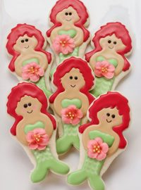 How to Make These Happy Little Mermaid Cookies via www.thebearfootbaker.com