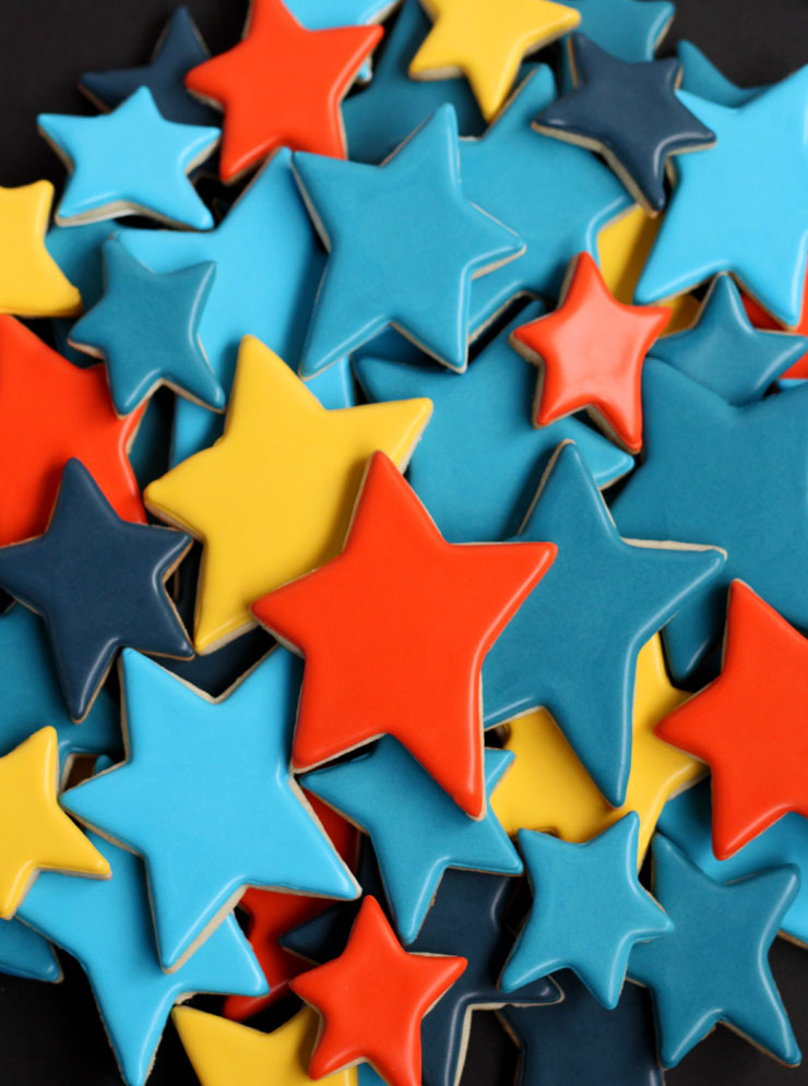 Make Really Simple Star Cookies for Father's Day with a Free Printable Tag via thebearfootbaker.com