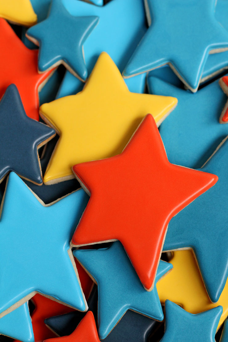 Make Really Simple Star Cookies for Father's Day with a Free Printable Tag via www.thebearfootbaker.com