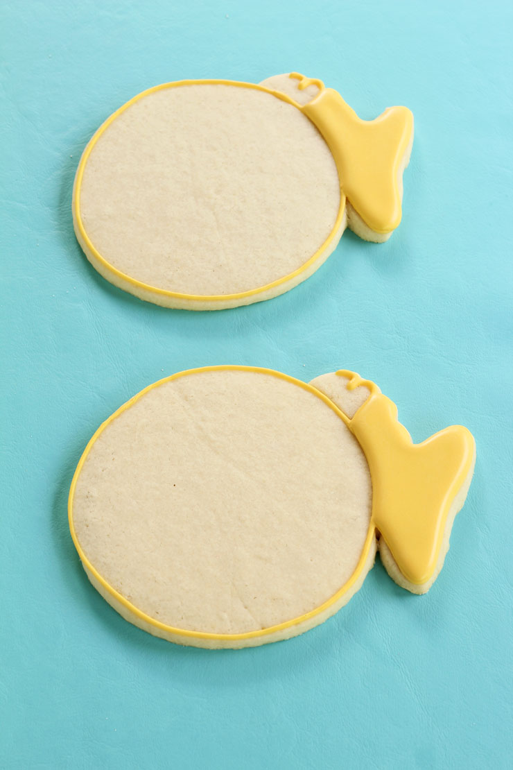 Puffer Fish Cookies by www.thebearfootbaker.com