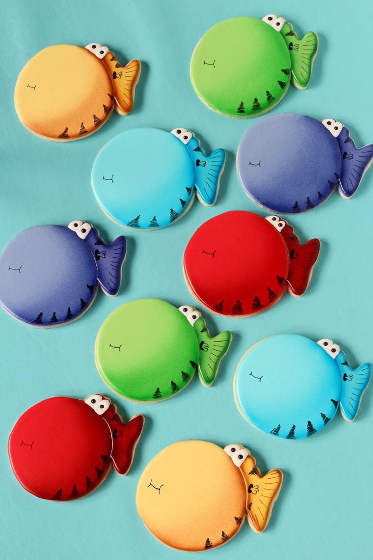 Puffer Fish Cookies via www.thebearfootbaker.com