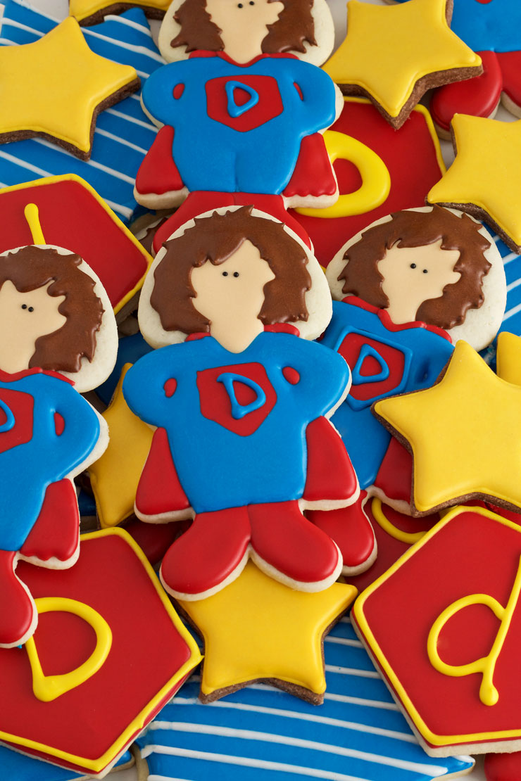 How to Make Superdad Hero Cookies for Father's Day via www.thebearfootbaker.com