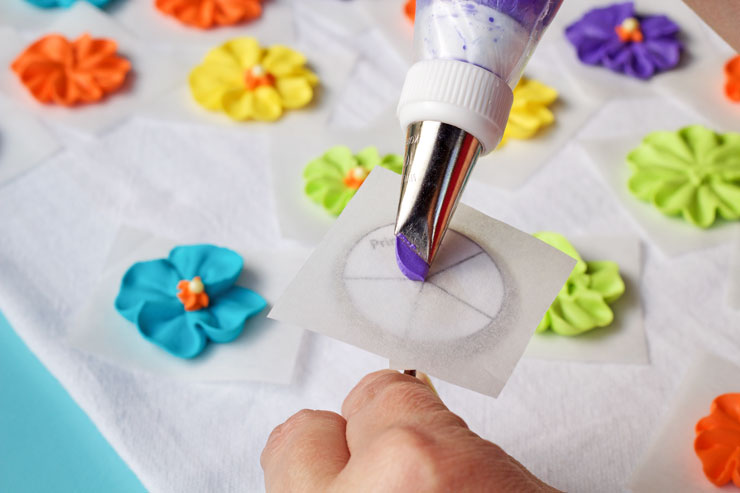How to Make a Simple Royal Icing Primrose Video with www.thebearfootbaker.com