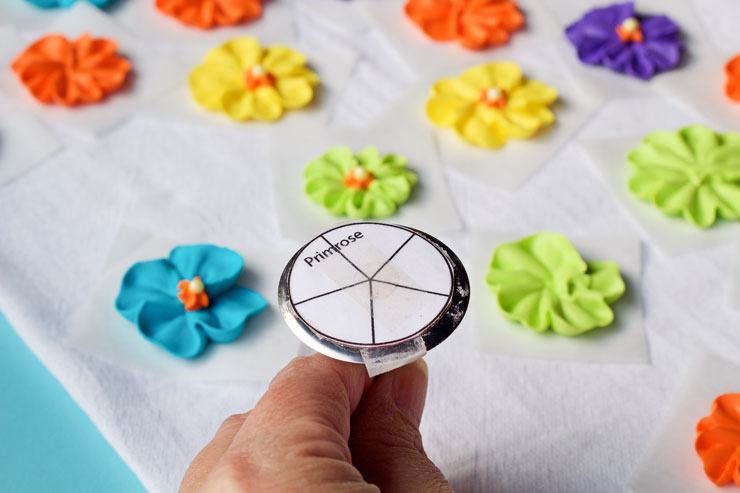 How to Make a Simple Royal Icing Primrose Video www.thebearfootbaker.com