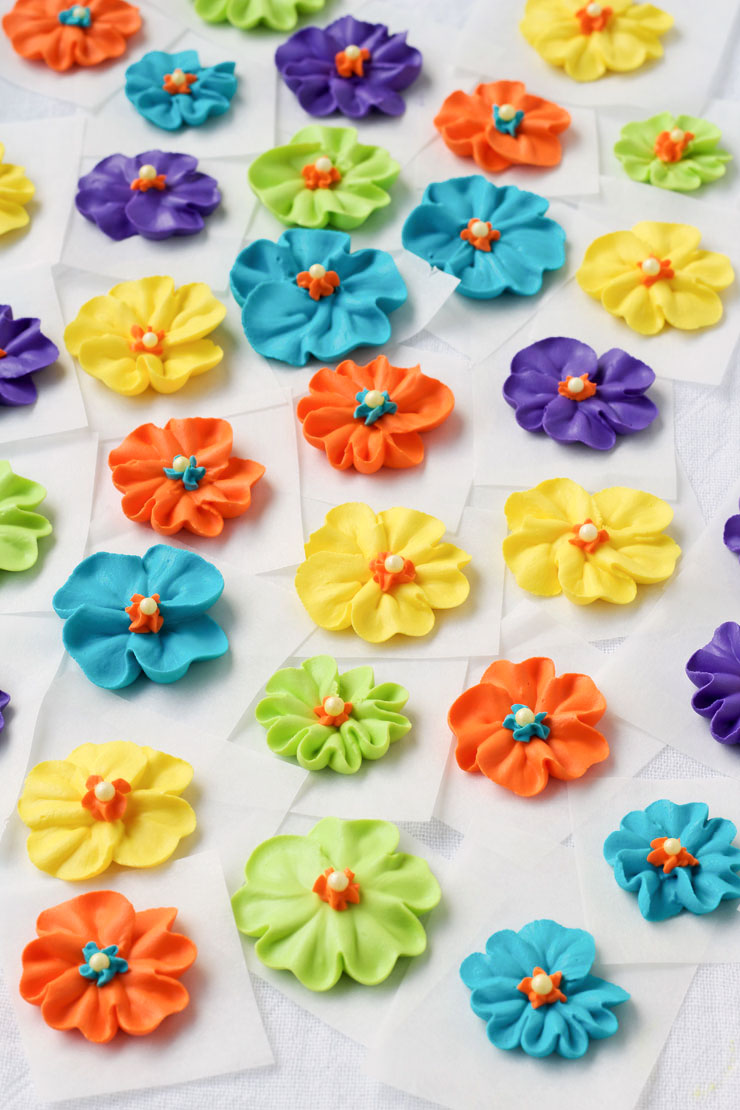 Make a Royal Icing Primrose Video via thebearfootbaker.com