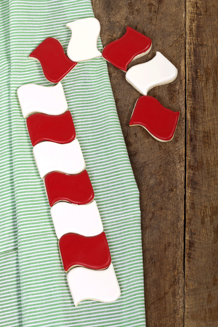 How to Make Candy Cane Cookies People Will Love by www.thebearfootbaker.com