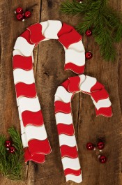 How to Make Candy Cane Cookies People Will Love via www.thebearfootbaker.com