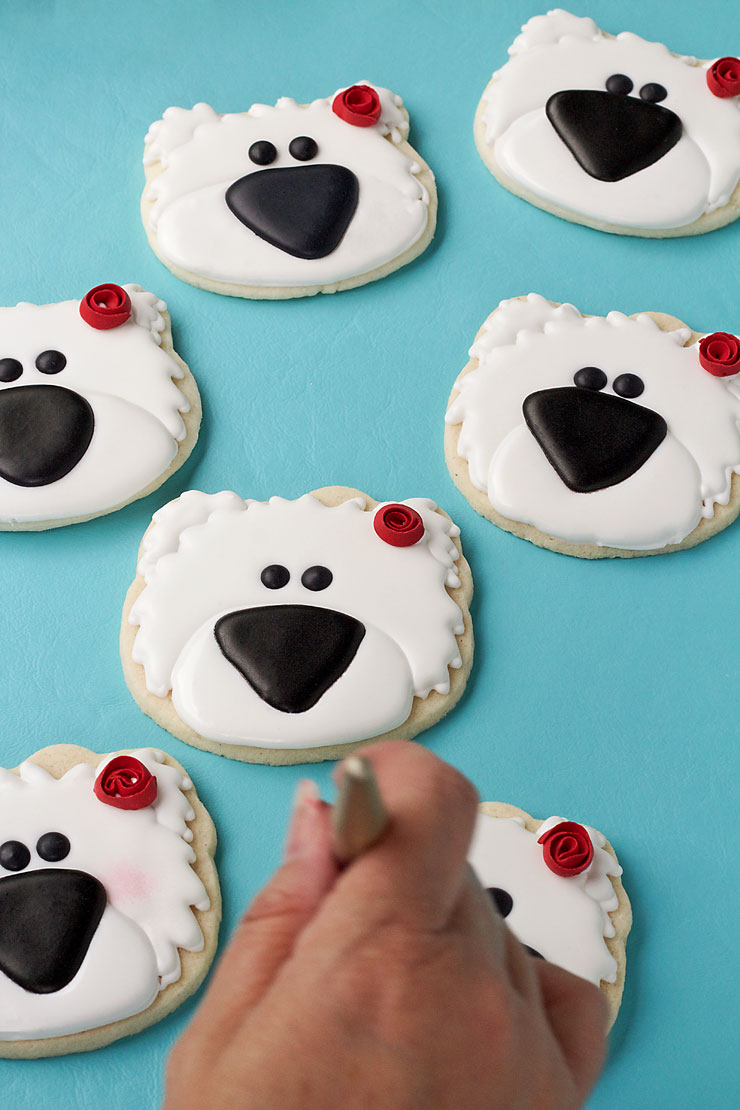 How to Make These Simple Polar Bear Cookies with Video via www.thebearfootbaker.com