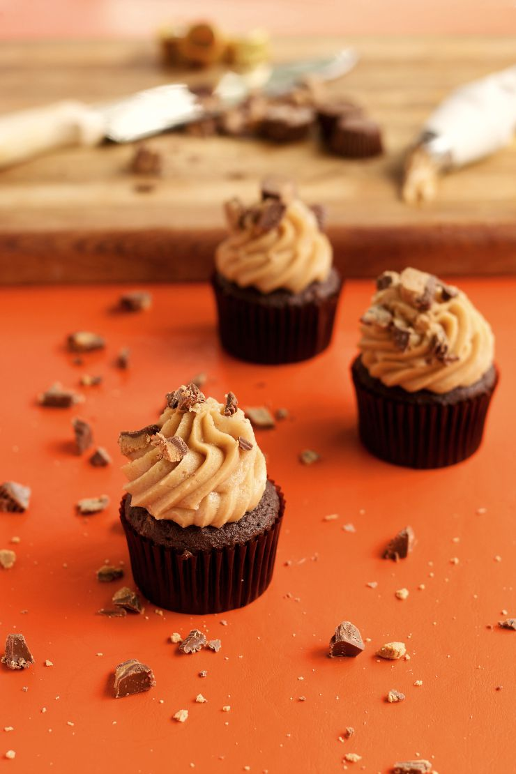 You'll Love this Simple One Bowl Peanut Butter Frosting and So Will Your Family by www.thebearfootbaker.com