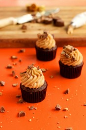 You'll Love this Simple One Bowl Peanut Butter Frosting and So Will Your Kids via www.thebearfootbaker.com
