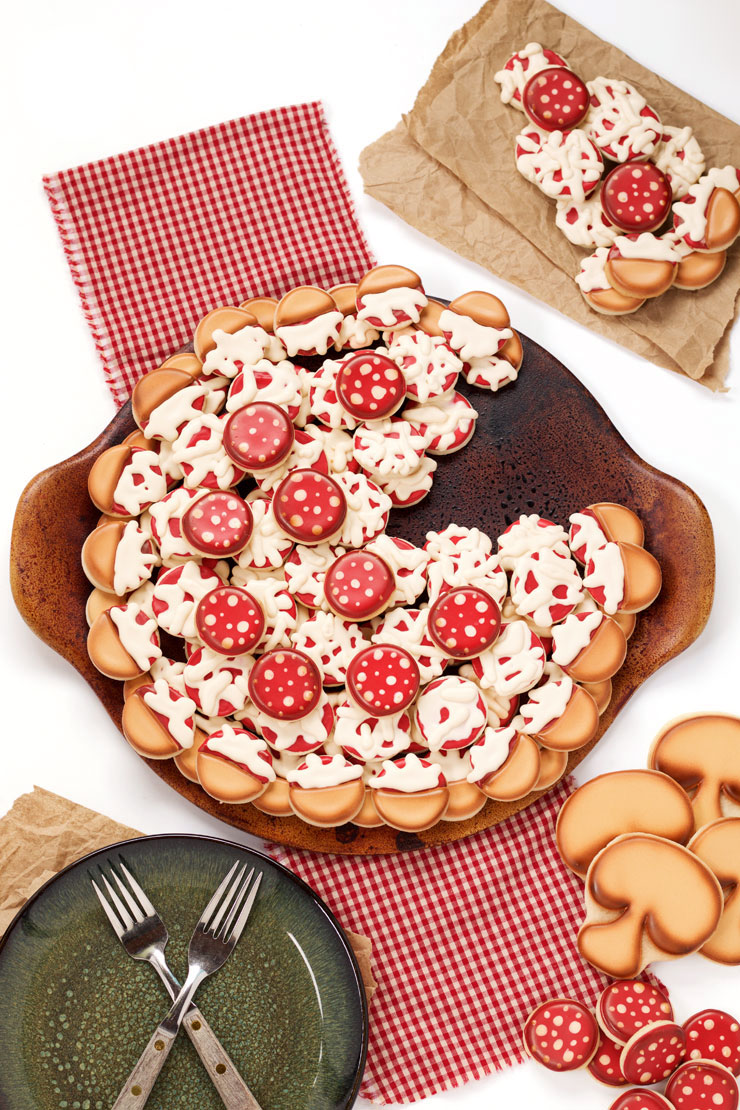 How to Make A Simple Pizza Cookie Platter by www.thebearfootbaker.com