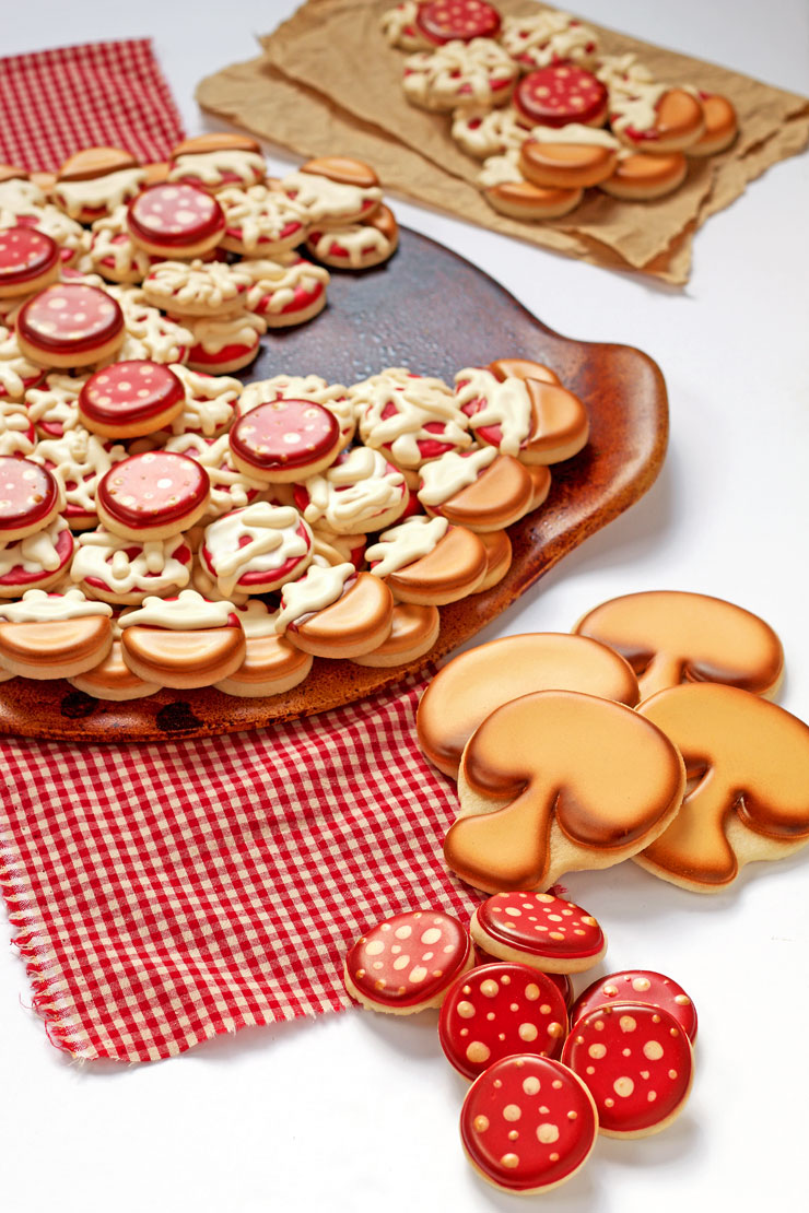 How to Make an Easy Pizza Cookie Platter with thebearfootbaker.com