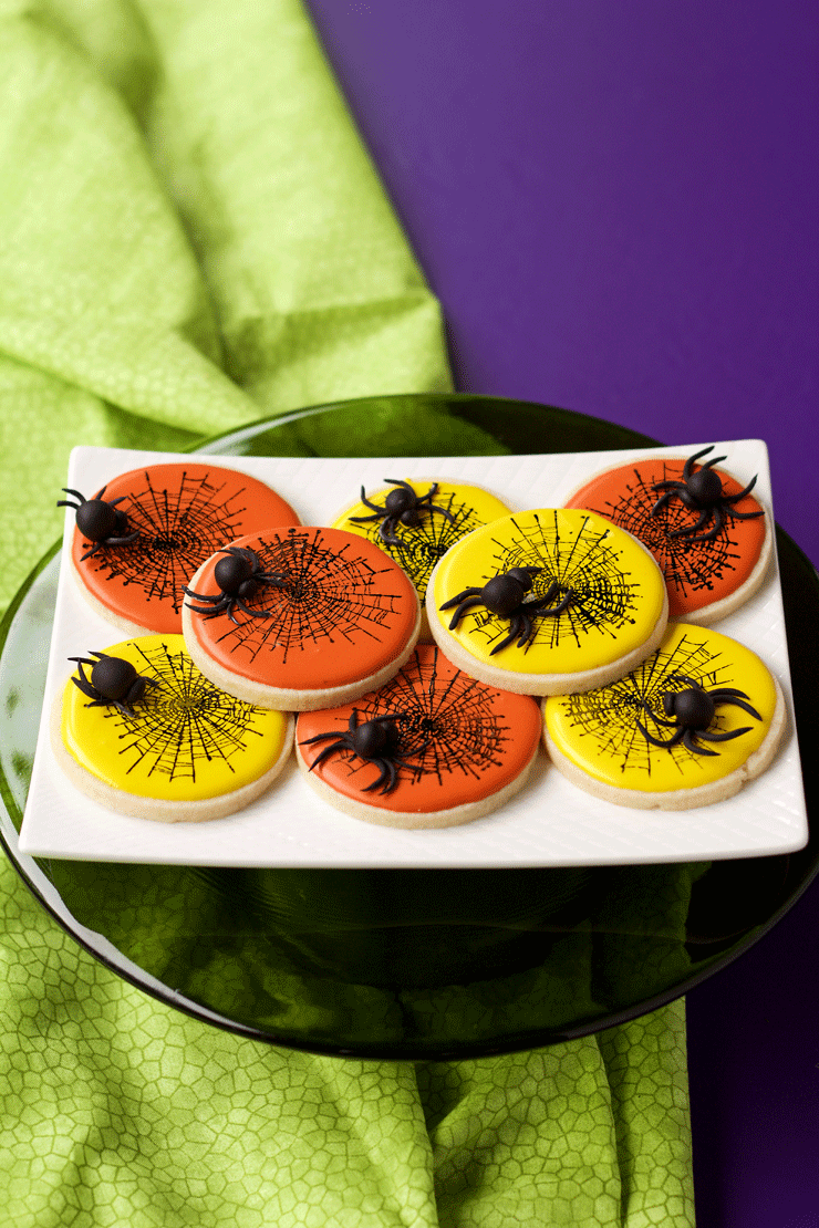 How to make Creepy Fondant Spiders for Halloween | The Bearfoot Baker