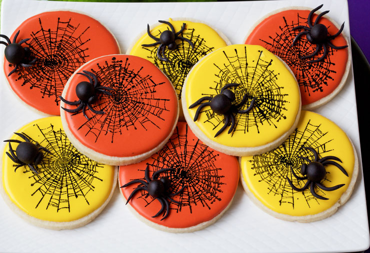 How to make Fondant Spiders for Halloween | The Bearfoot Baker