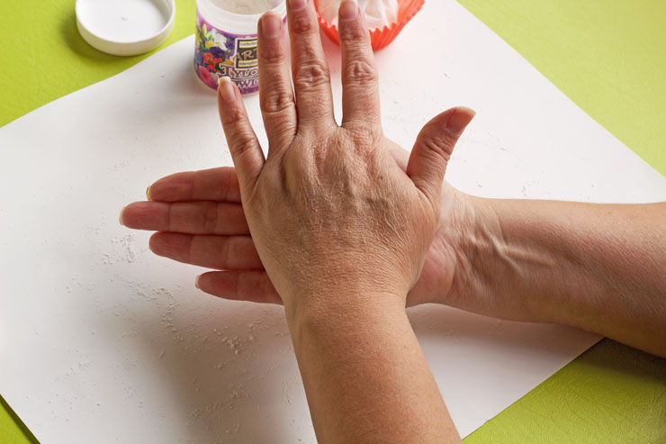 Fun Fondant Fingers Anyone can Make | The Bearfoot Baker