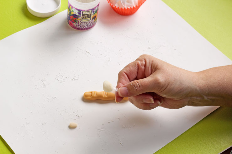 How to Make Fondant Fingers for Cupcakes | The Bearfoot Baker