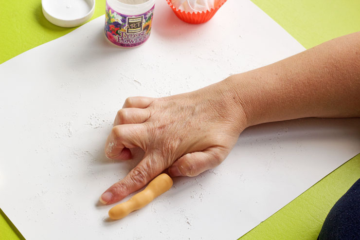 How to Make Simple Fondant Fingers for your Halloween Party | The Bearfoot Baker