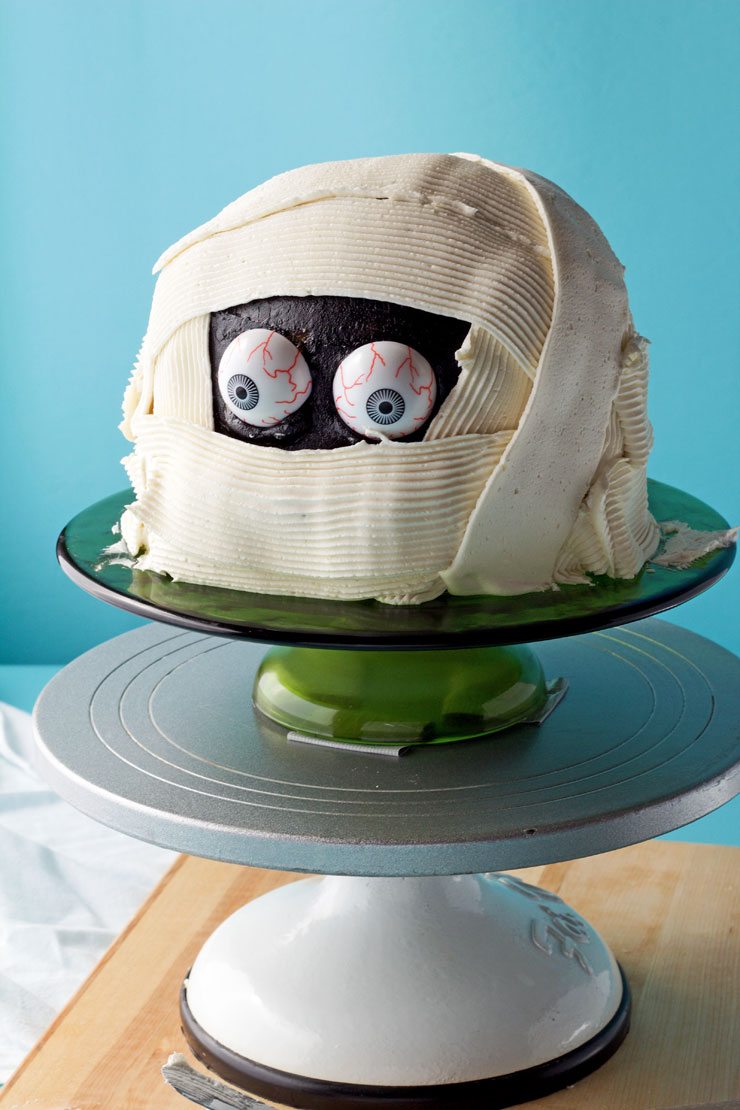 How to an Easy Make a Spooky Mummy Cake with Video | The Barefoot Baker