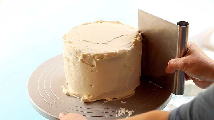 Use a Bench Scraper to Dirty Ice a Cake   The Bearfoot Baker