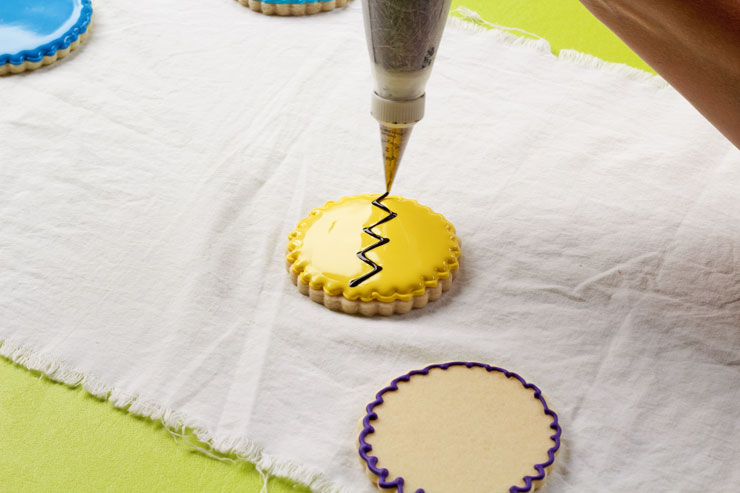 Cute Charlie Brown Cookies | The Bearfoot Baker